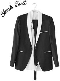 ブラックスーツは昼夜兼用なので便利