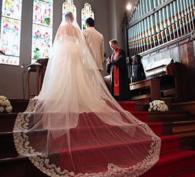 2人と家族で誓うチャペルセレモニー京都セントアンドリュース教会 挙式フォトプラン