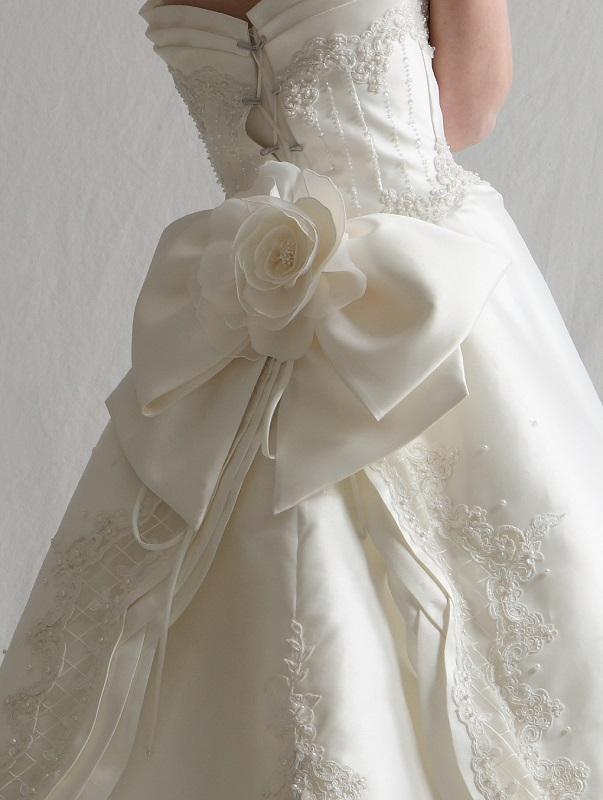 ウエディングドレス バックリボン
