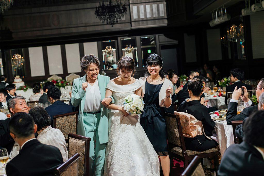 披露宴 記念写真 結婚式 友人