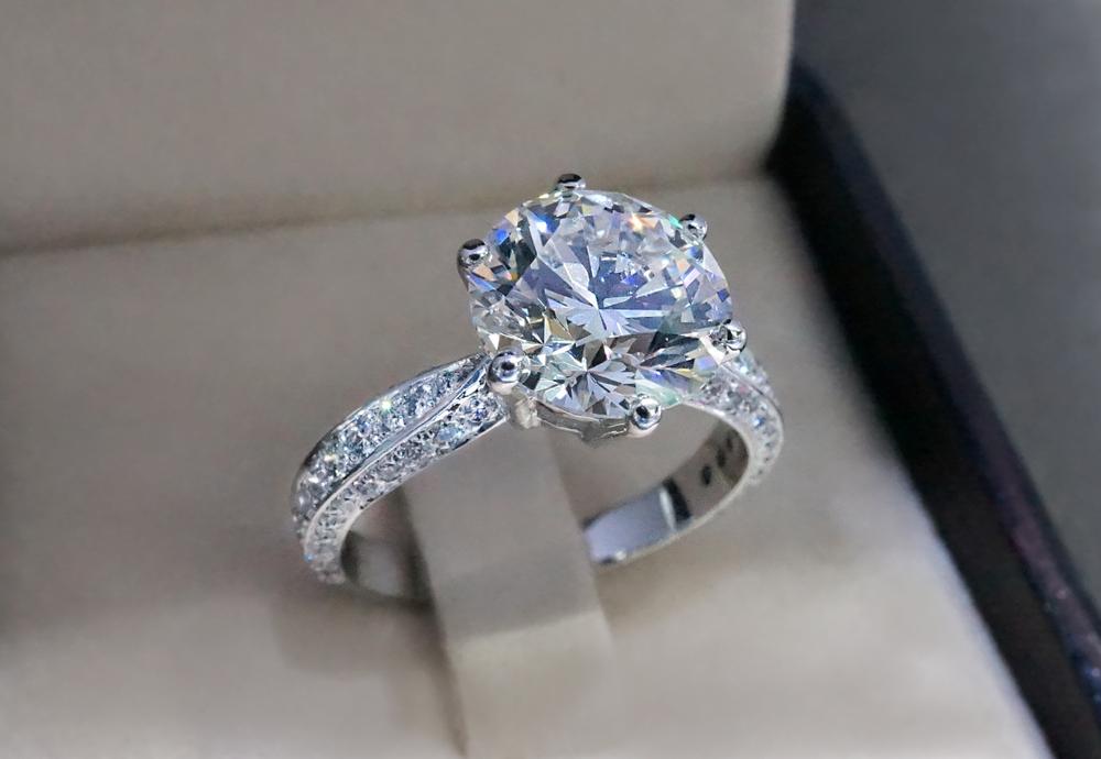 ティファニー 婚約指輪 とは